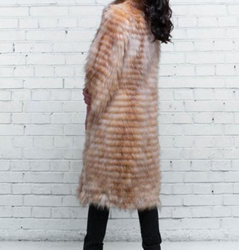 Вязаное пальто из лисы